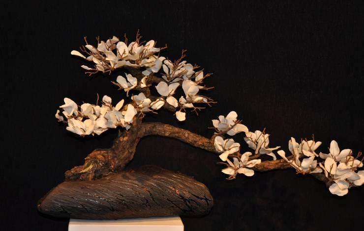 bonsai, petales de porcelaine, coupe raku: Art de style  par bbceramic