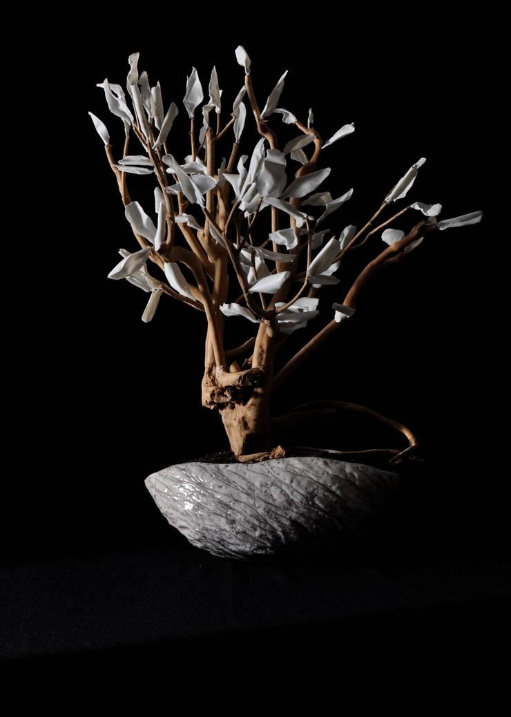 petit theier, pétales de porceaine, coupe raku: Art de style  par bbceramic