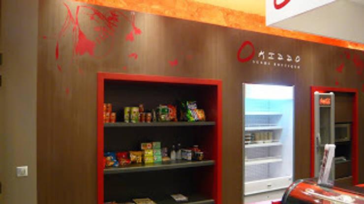 sushi bar aix-les-bains: Locaux commerciaux & Magasins de style  par PILC AGENCEMENT SARL LAMIRI CREATIO