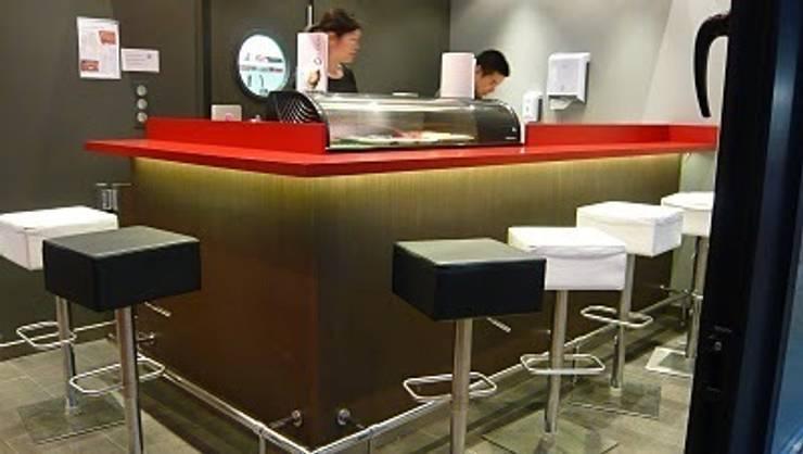 Sushi bar à Aix-les-Bains: Locaux commerciaux & Magasins de style  par PILC AGENCEMENT SARL LAMIRI CREATIO