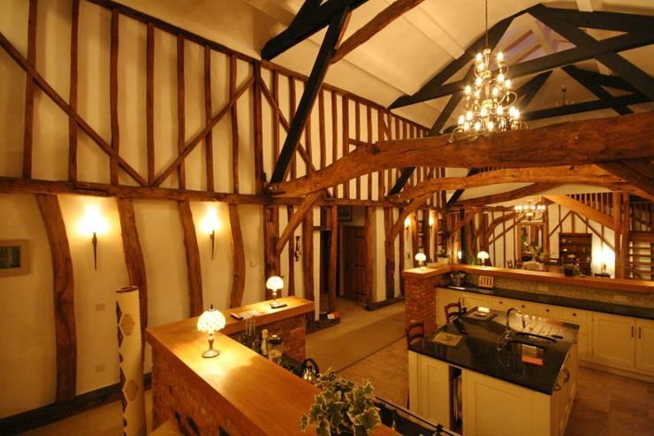 Grade 2 listed barn lighting design:   by Aura Designworks Ltd