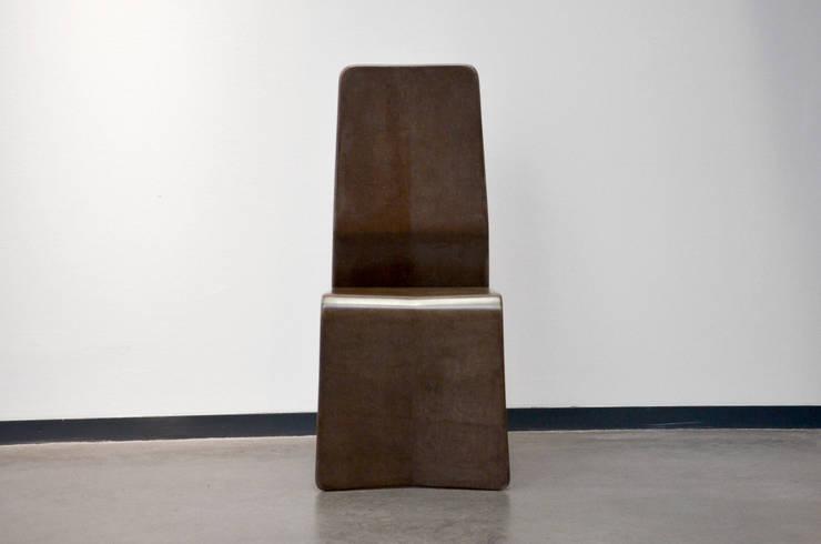 Katra – Chaise fibre de lin: Salon de style  par Studio Katra