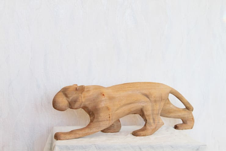 Woodcarving Sculptures:  Living room by Nilare