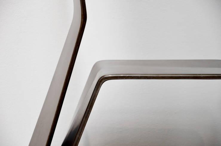 Katra - Chaise fibre de lin: Salon de style  par Studio Katra