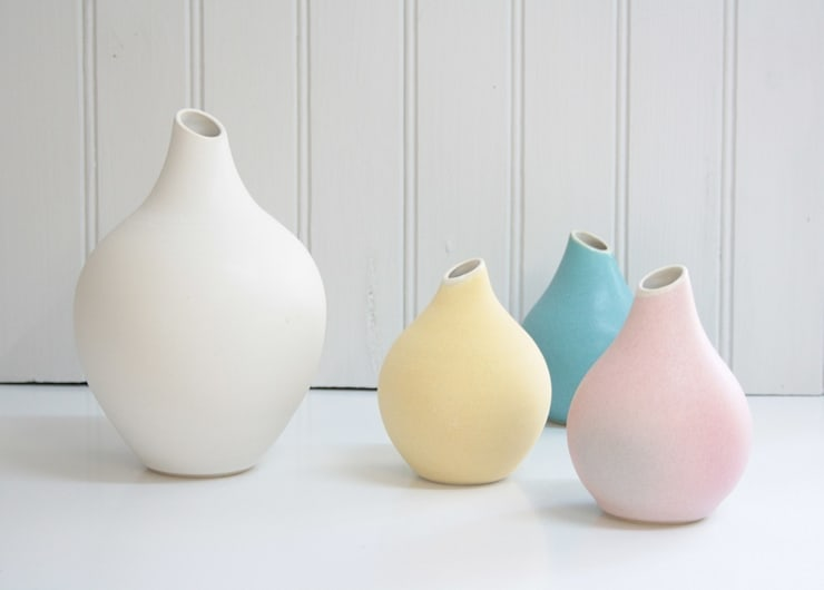 Vases Basso: Maison de style  par SUE URE CERAMICS