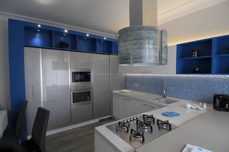 Cucine moderne: Cucina in stile in stile Moderno di raimondi