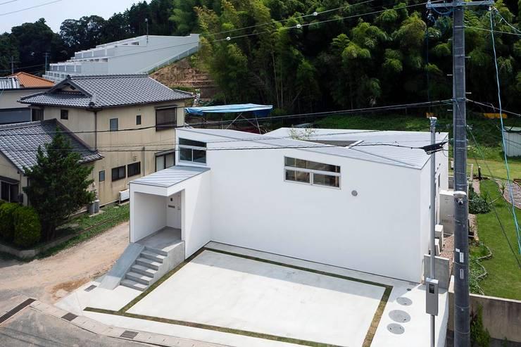 蒲郡の住宅: 諸江一紀建築設計事務所が手掛けた家です。