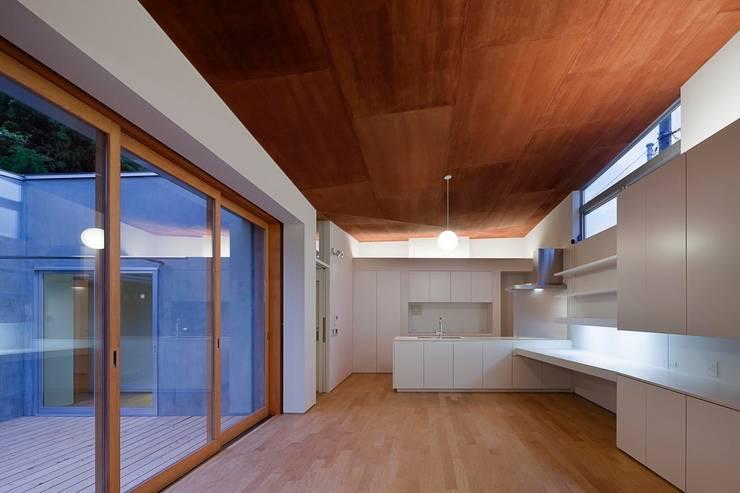 蒲郡の住宅: 諸江一紀建築設計事務所が手掛けたダイニングです。