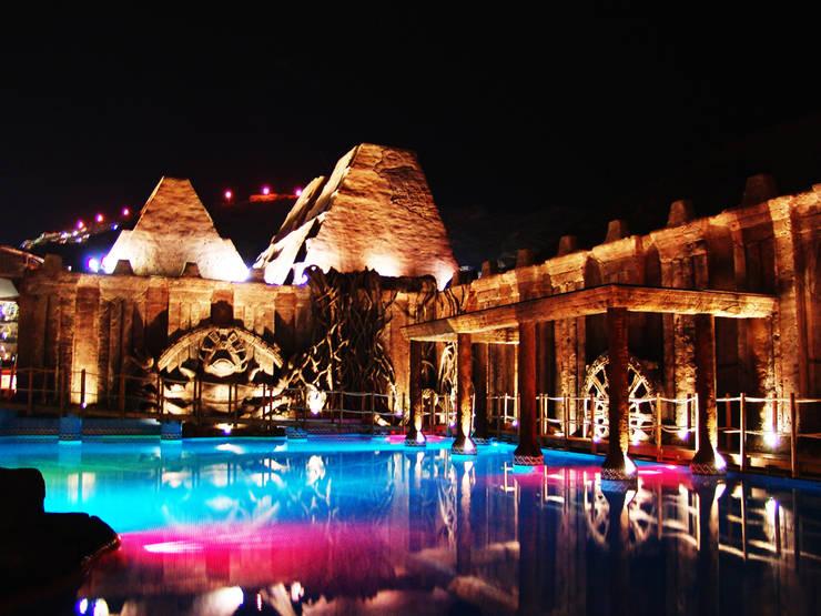 Spa, cascadas y piscinas.: Spa de estilo  de Overstone