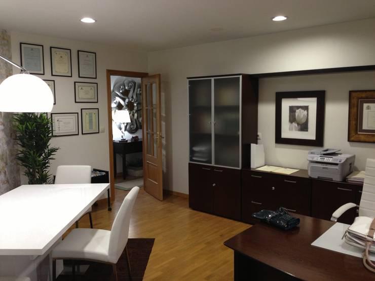 Después: espacio principal del despacho:  de estilo  de Arquitectos Fin