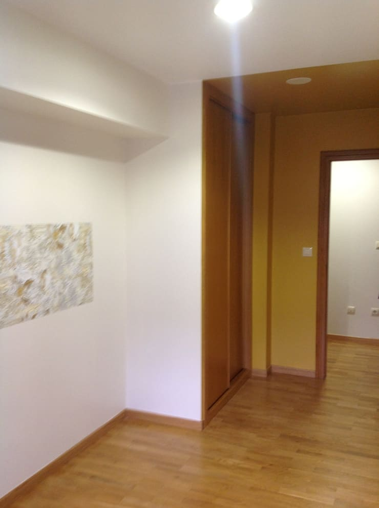 Sala de espera: Oficinas y Tiendas de estilo  de Arquitectos Fin