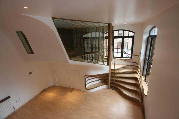 Roominaroom:  Houses by Atmos Studio