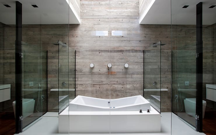 Bathroom by Marcos Bertoldi, Modern