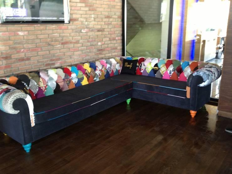 Murat Topuz Atelier – patcwork sofa:  tarz Oturma Odası