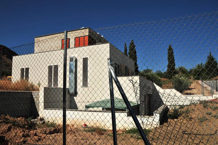 VIVIENDA BIOCLIMÁTICA ATARFE: Casas de estilo  de Grupo De4 - Green Project