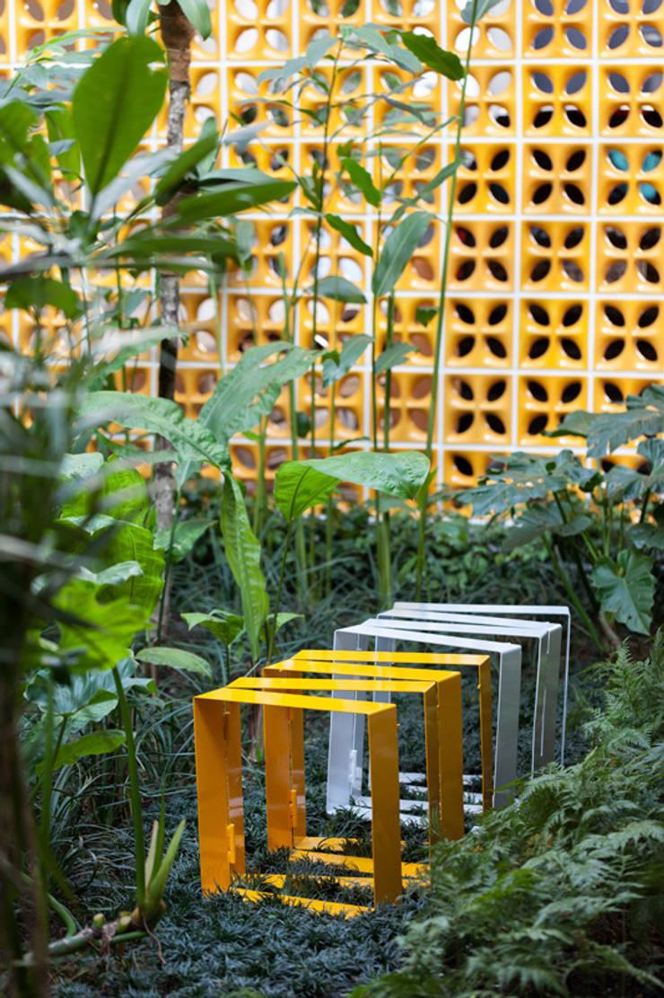 CASA JARDINS: Casas  por CR2 Arquitetura,