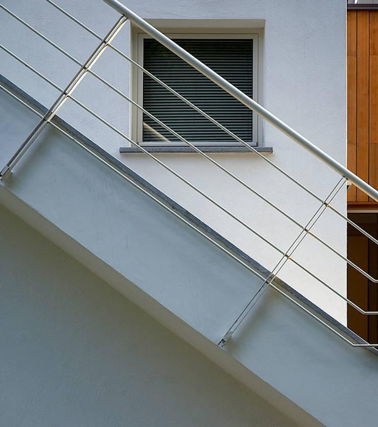Residenza sulla collina torinese: Case in stile  di Alfredo Balmativola Architetto,