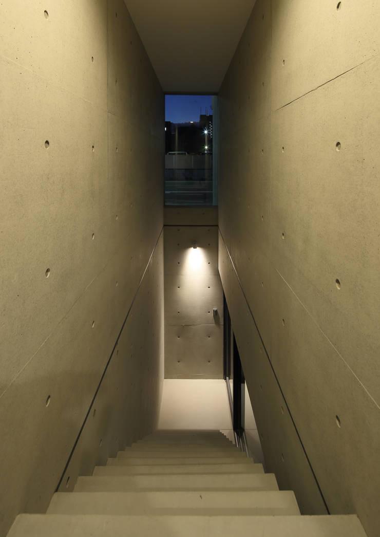 地下への階段: 川島建築事務所が手掛けたです。