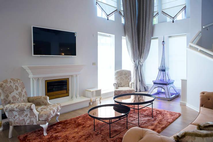 Aykuthall Architectural Interiors – NAKKASTEPE'DE BIR VILLA: modern tarz Oturma Odası