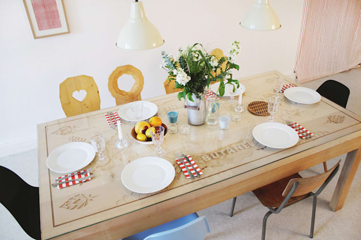 Mobilier - The new stube: Salle à manger de style  par Ektor studio