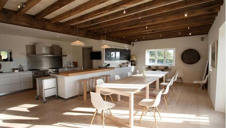 Treverra Farm, Rock:   by Mackenzie Wheeler Architects + Designers