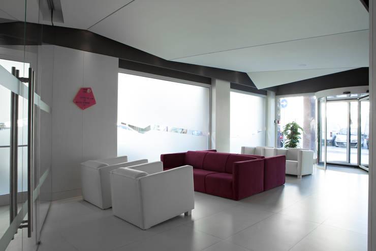 Smart Hotel:  in stile  di Architetto Federica Frattarolo Studio, Moderno