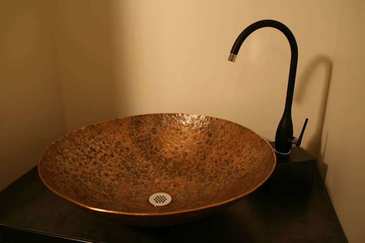 Vasque En Bronze: Salle de bain de style  par De-Design