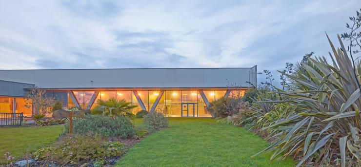 Centre aquatique de Lannion:  de style  par DRD Architecture