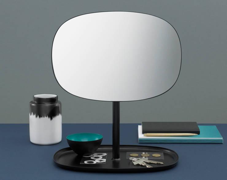 Flip mirror: Hogar de estilo  de Javier Moreno studio