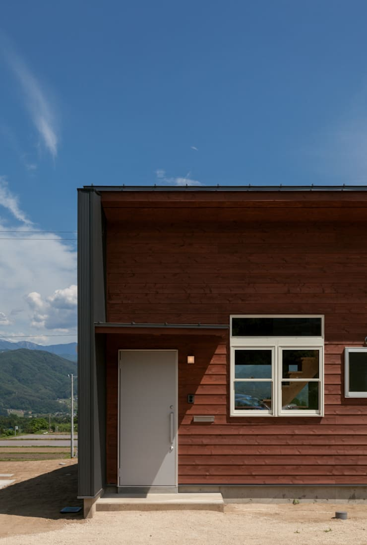 Houses by 株式会社 哲・Braveデザイン工房, Modern