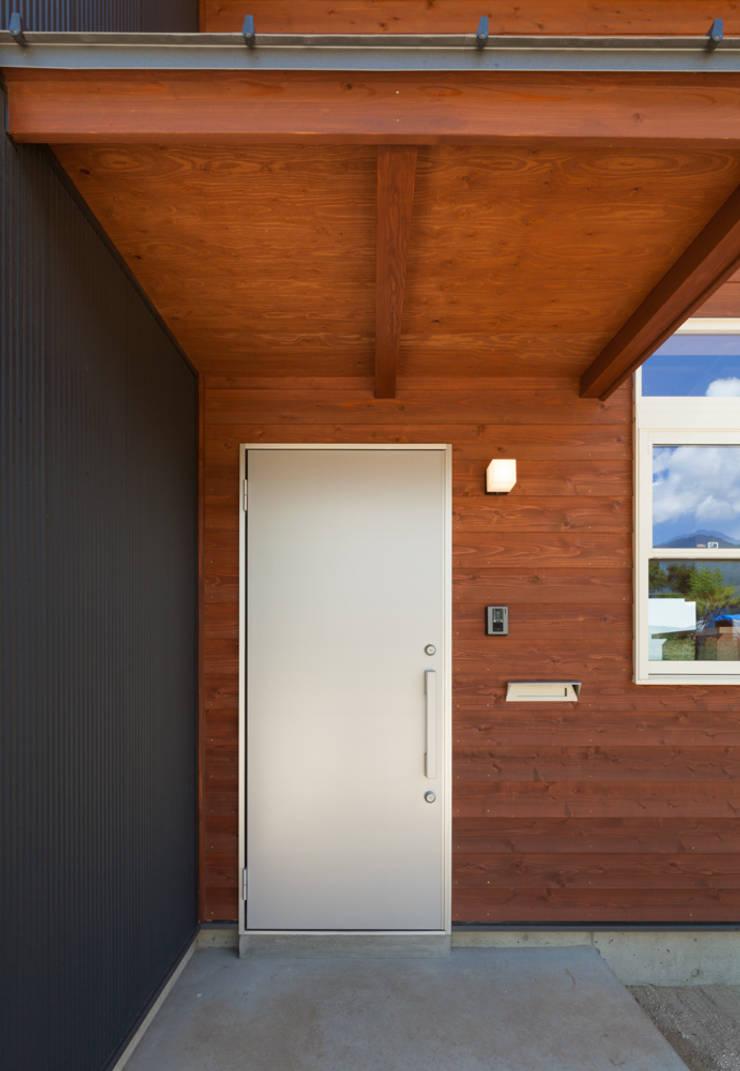 Windows by 株式会社 哲・Braveデザイン工房, Modern