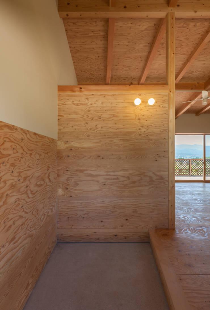 Corridor & hallway by 株式会社 哲・Braveデザイン工房, Modern