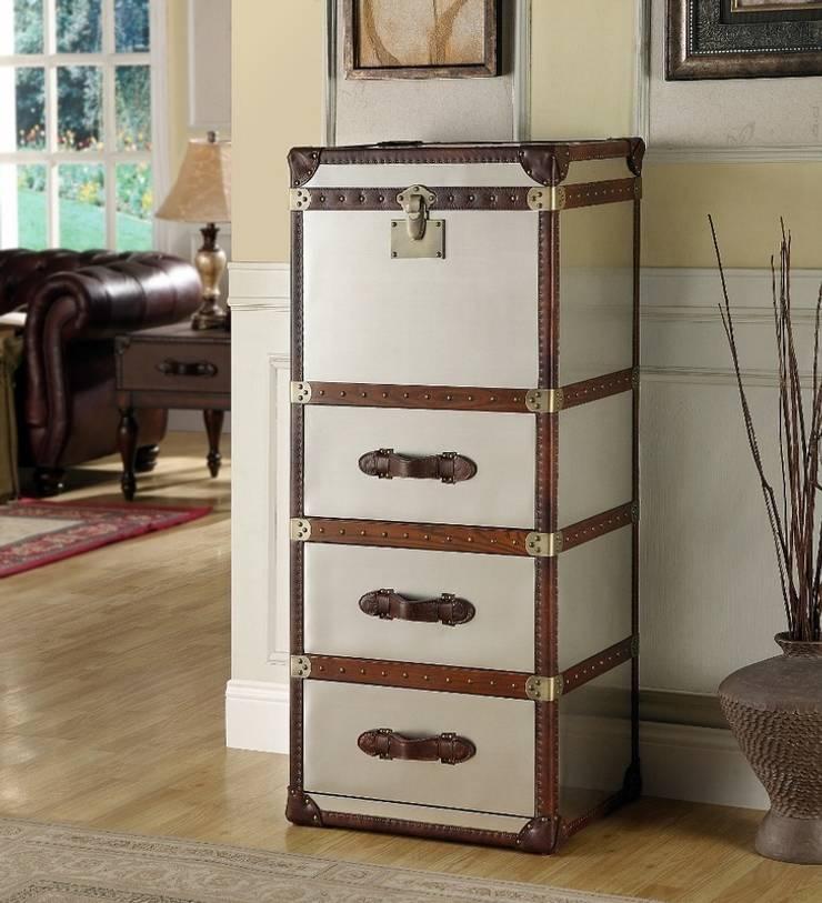 Vintage Storage Trunk:  Living room by Locus Habitat
