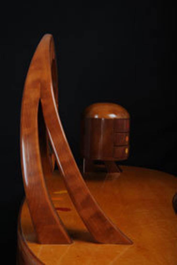 COIFFEUSE: Chambre de style  par Atelier Daniel Pelegrin Ebeniste