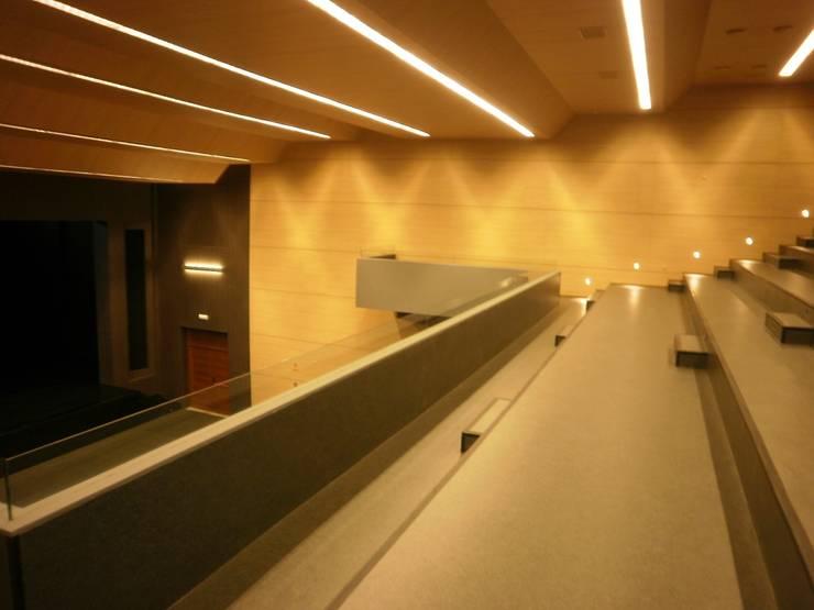 Casa da Cultura de Cee:  de estilo  de Arquitectos Fin