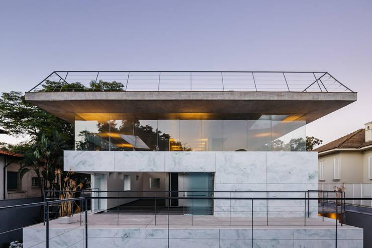 por TRIPTYQUE ARCHITECTURE