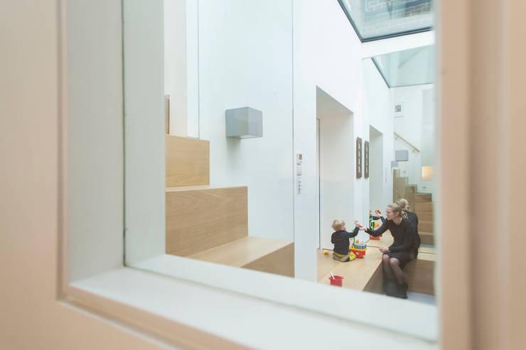 Peekaboo House:  Corridor & hallway by Lipton Plant Architects