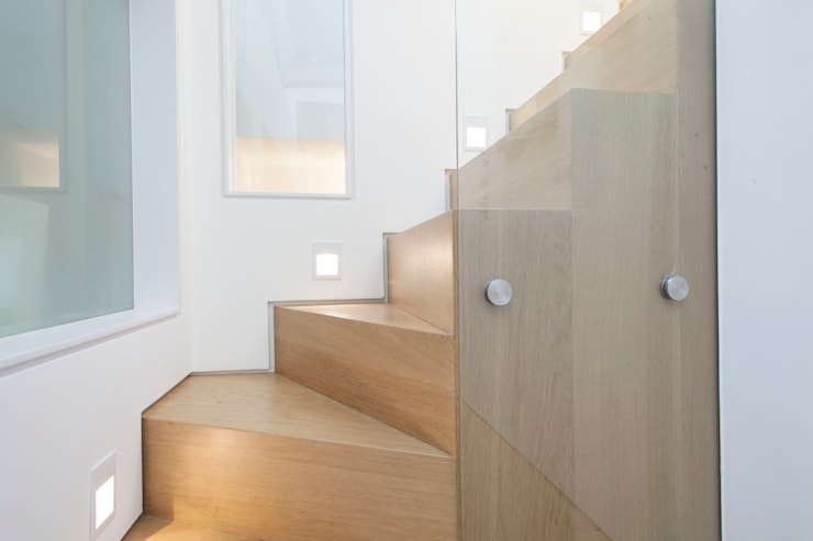 Peekaboo House:  Corridor, hallway & stairs by Lipton Plant Architects