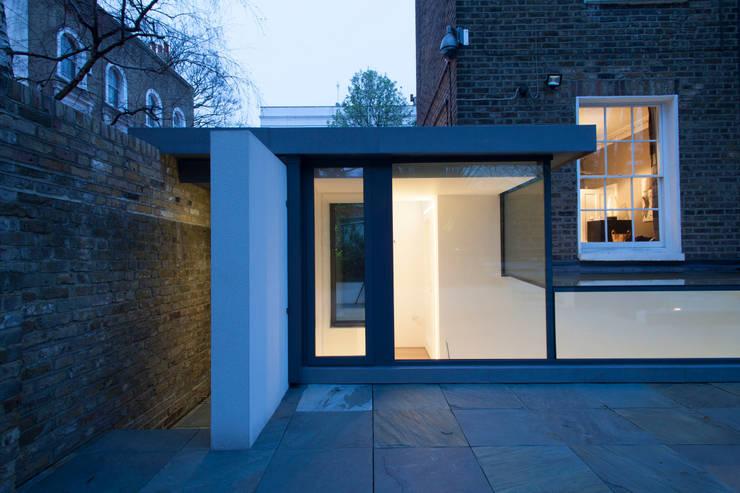 Peekaboo House:  Houses by Lipton Plant Architects