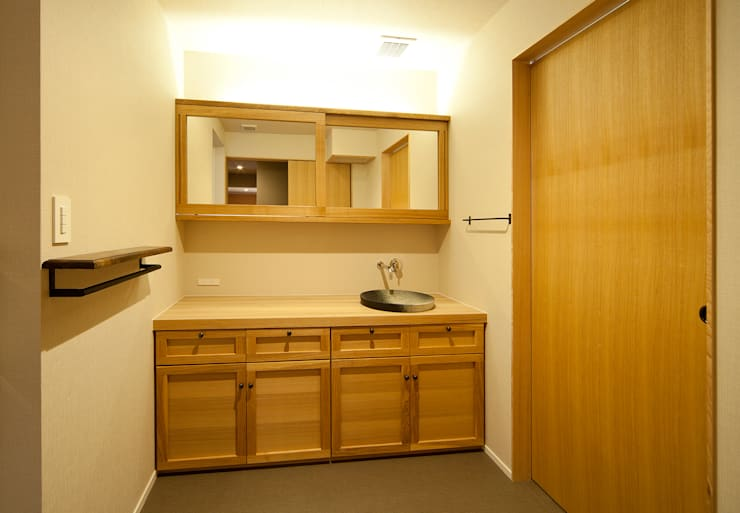 Powder Room: 一級建築士事務所 Kenso Architectsが手掛けた浴室です。