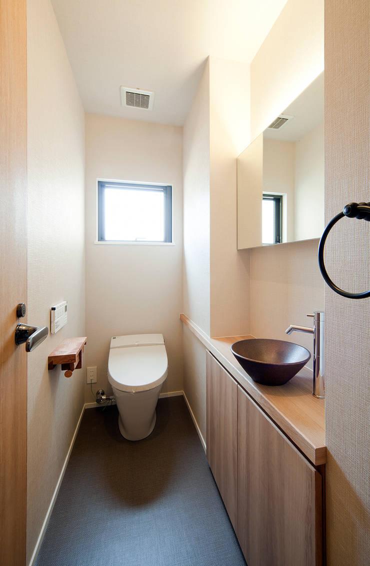 Toilet: 一級建築士事務所 Kenso Architectsが手掛けた浴室です。