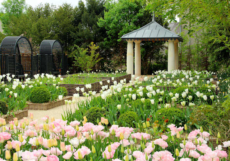 Le jardin de l'office de tourisme de Langeais: Jardin de style  par AGENCE TALPA