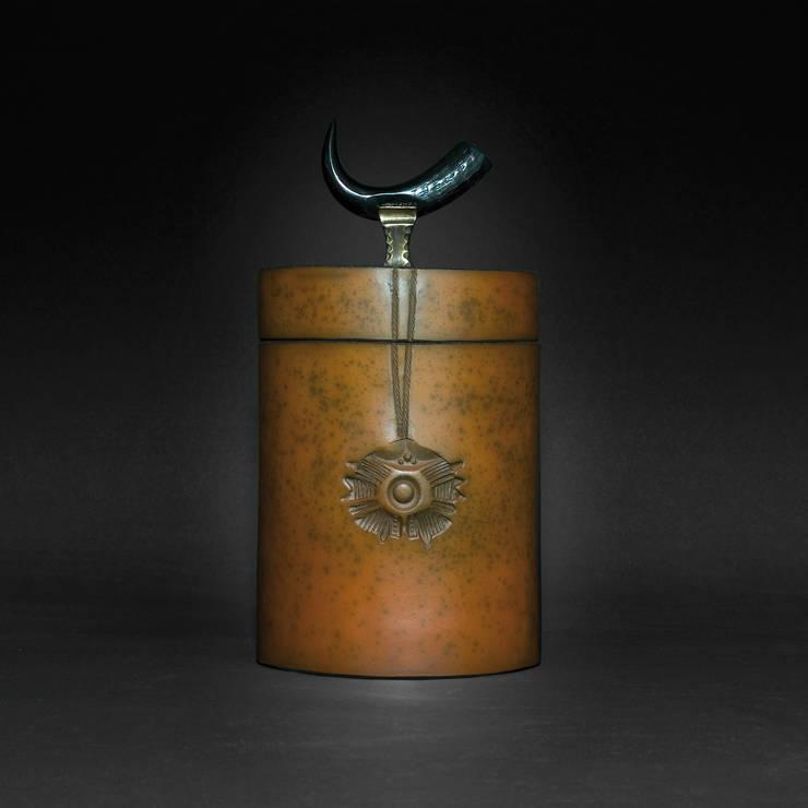 Boîte / céramique, bronze et corne: Art de style  par Courty Alexandra
