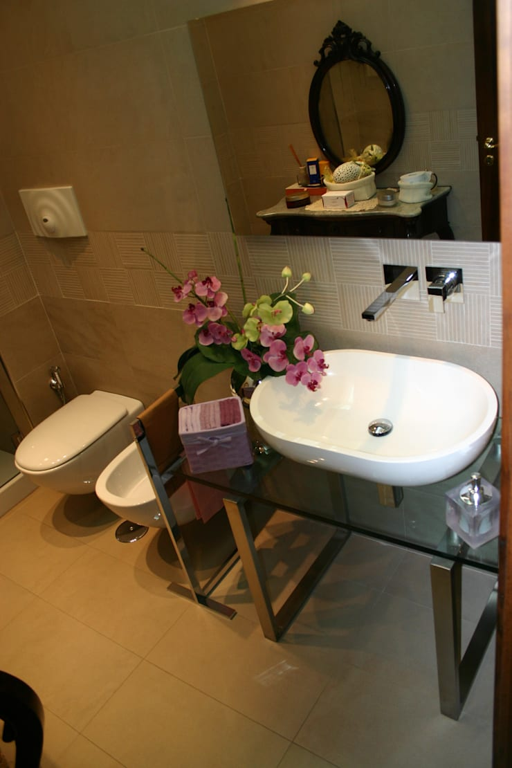 bagno ospiti: Case in stile  di Giuseppe Pirozzi Architetto