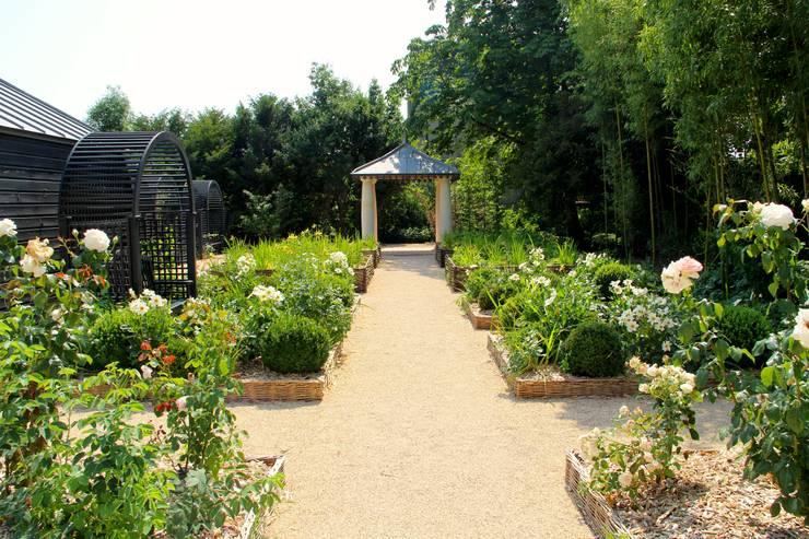 Le jardin de l 39 office de tourisme de langeais par agence talpa homify - Office de tourisme de langeais ...