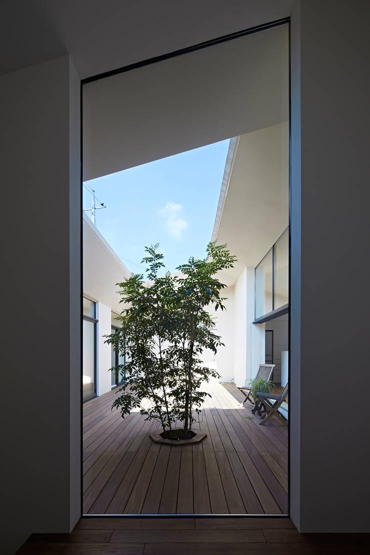 箱森町の家: 石井秀樹建築設計事務所が手掛けた庭です。