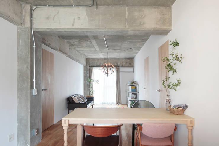 中京区の家/ダイニング リビング: 一級建築士事務所 こよりが手掛けたダイニングです。