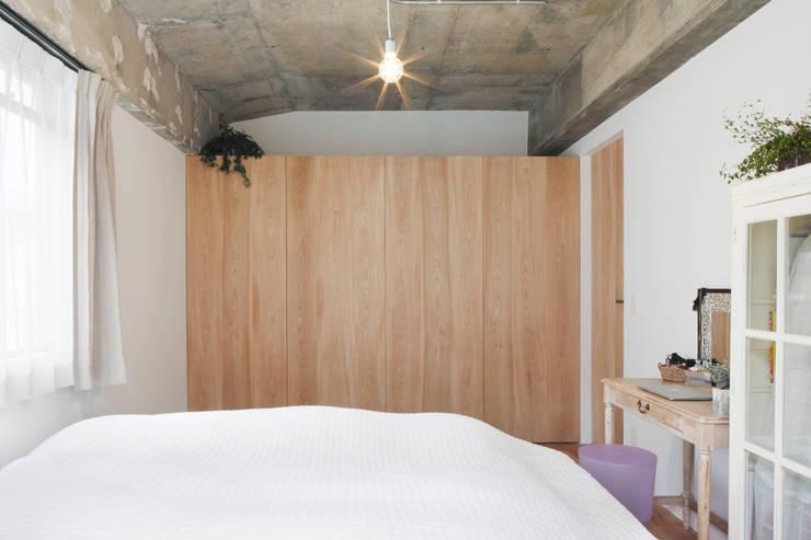 中京区の家/寝室: 一級建築士事務所 こよりが手掛けた寝室です。