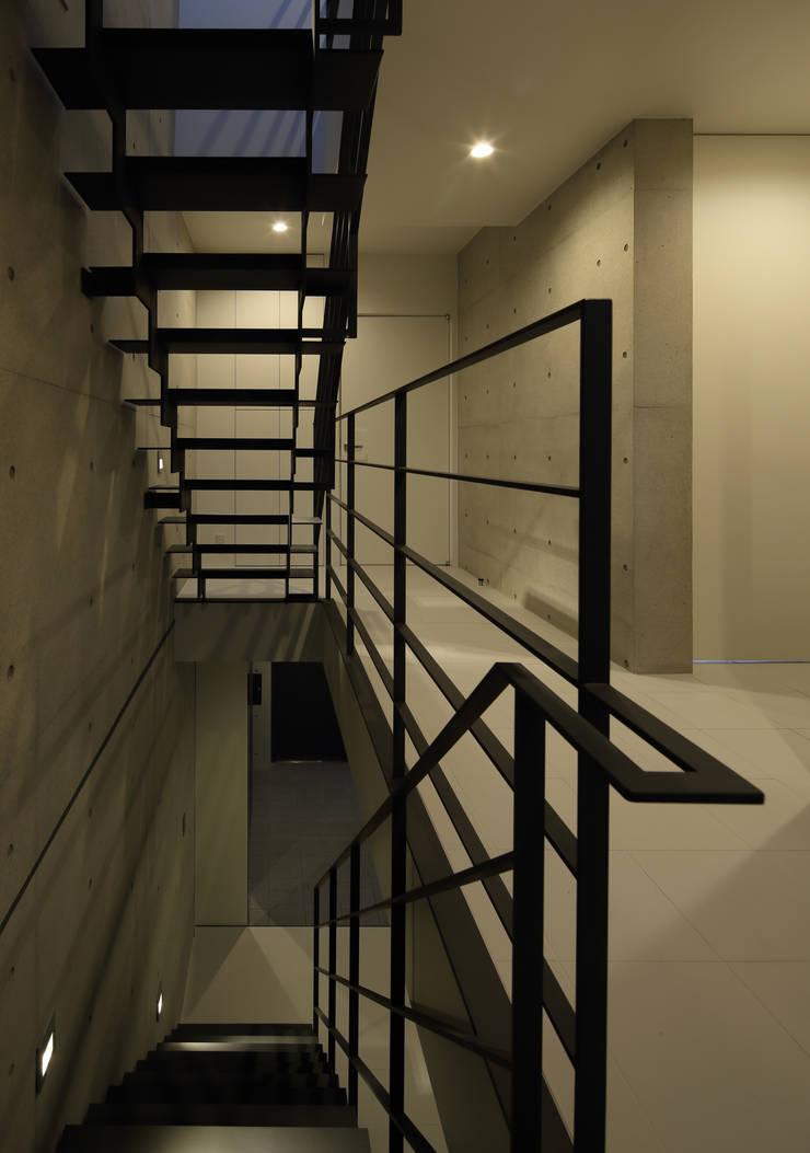2階 階段室: 川島建築事務所が手掛けたです。