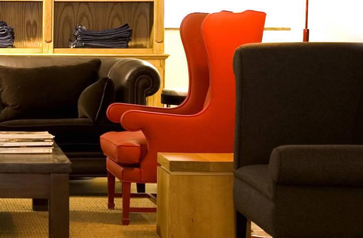 Aykuthall Architectural Interiors – KOLTUK & SANDALYE:  tarz Oturma Odası